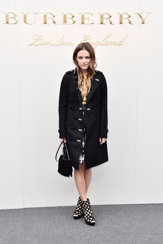 riley-keough-wearing-burberry-at-the-burberry-womenswear-february-2016-show_001