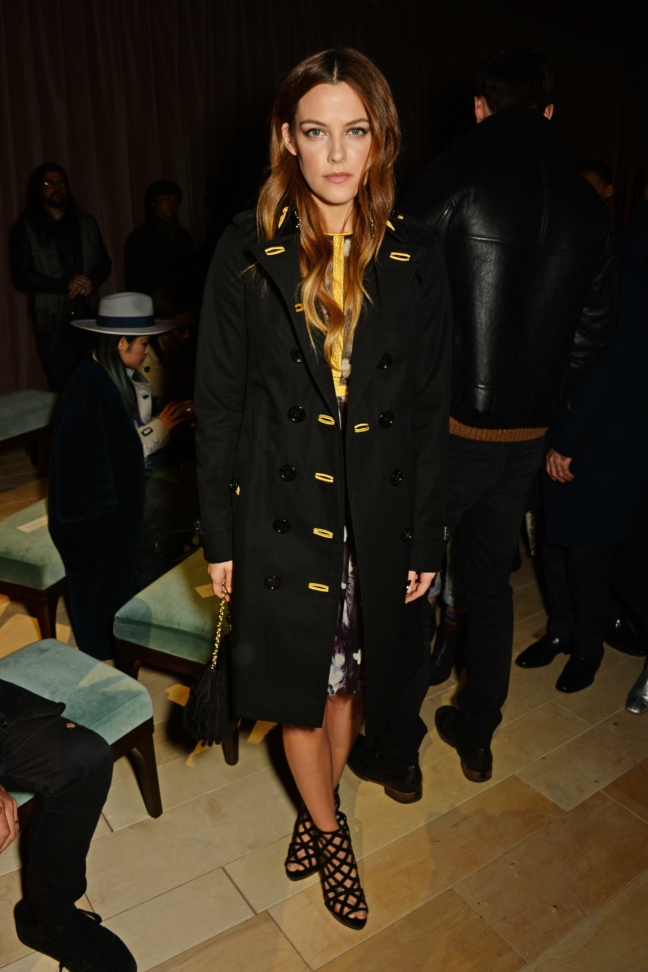 riley-keough-wearing-burberry-at-the-burberry-womenswear-february-2016-show_002