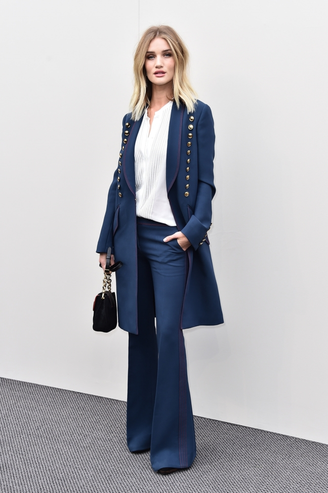 rosie-huntington-whiteley-wearing-burberry-at-the-burberry-womenswear-february-2016-show