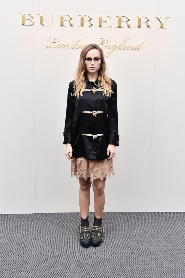 suki-waterhouse-wearing-burberry-at-the-burberry-womenswear-february-2016-show