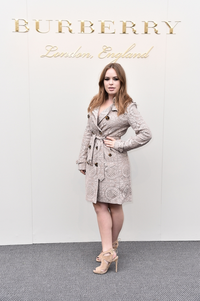 tanya-burr-wearing-burberry-at-the-burberry-womenswear-february-2016-show