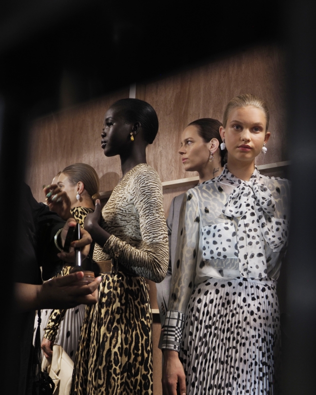 backstage-at-the-burberry-spring_summer-2019-show_002