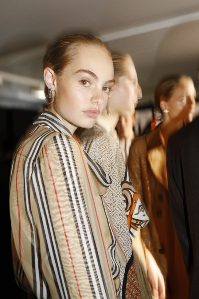 backstage-at-the-burberry-spring_summer-2019-show_010