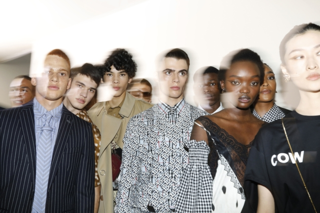 backstage-at-the-burberry-spring_summer-2019-show_013