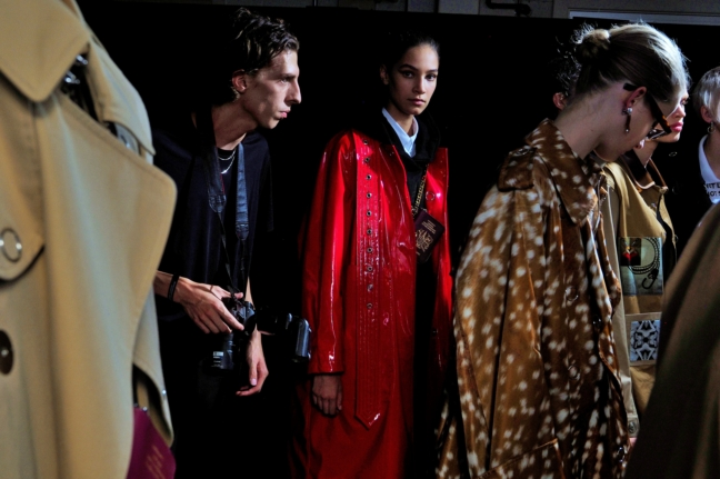 backstage-at-the-burberry-spring_summer-2019-show_014-2