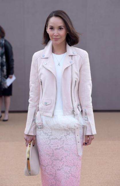 amanda-strang-wearing-burberry-at-the-burberry-womenswear-autumn_winter-2015-sho_001