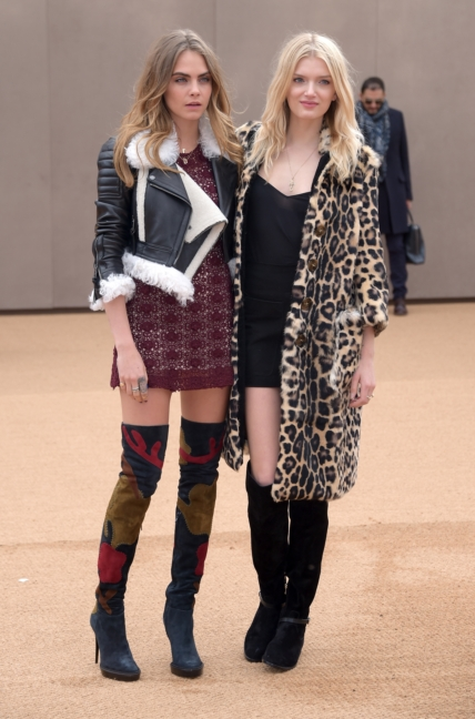 cara-delevingne-and-lily-donaldson-wearing-burberry-at-the-burberry-womenswear-autumn_winter-2015-show