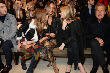 cara-delevingne-jourdan-dunn-and-kate-moss-on-the-front-row-of-the-burberry-womenswear-autumn_winter-2015-show