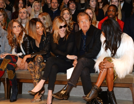 cara-delevingne-jourdan-dunn-kate-moss-mario-testino-and-naomi-campbell-on-the-front-row-of-the-burberry-womenswear-autumn_winter-2015-sho_001