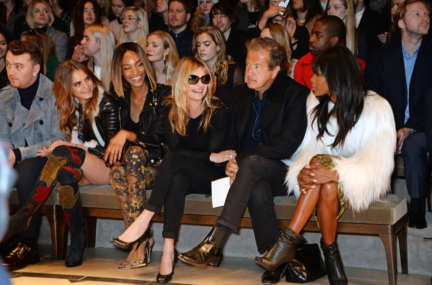 cara-delevingne-jourdan-dunn-kate-moss-mario-testino-and-naomi-campbell-on-the-front-row-of-the-burberry-womenswear-autumn_winter-2015-sho_002