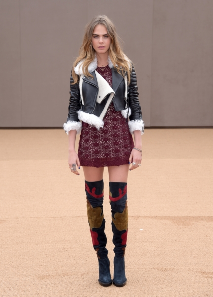 cara-delevingne-wearing-burberry-at-the-burberry-womenswear-autumn_winter-2015-show
