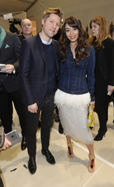 christopher-bailey-and-marion-caunter-backstage-at-the-burberry-womenswear-autumn_winter-2015-show