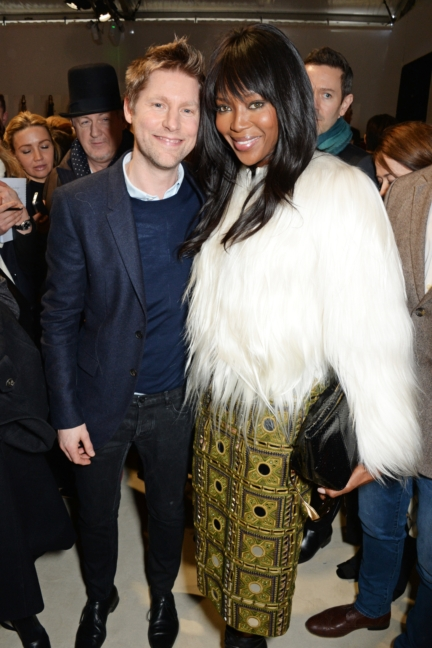 christopher-bailey-and-naomi-campbell-backstage-at-the-burberry-womenswear-autumn_winter-2015-show