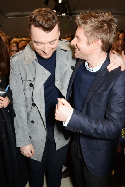 christopher-bailey-and-sam-smith-backstage-at-the-burberry-womenswear-autumn_winter-2015-sho_001