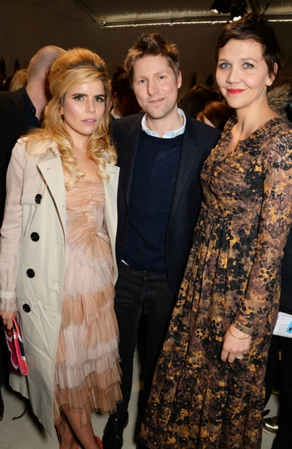 christopher-bailey-paloma-faith-and-maggie-gyllenhaal-backstage-at-the-burberry-womenswear-autumn_winter-2015-show