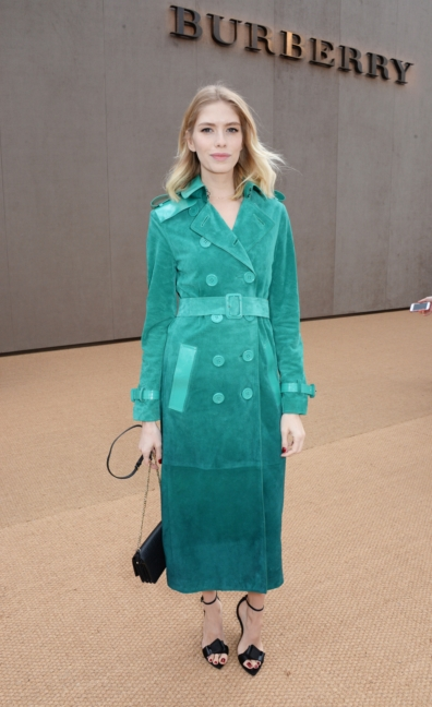 elena-perminova-wearing-burberry-at-the-burberry-womenswear-autumn_winter-2015-show