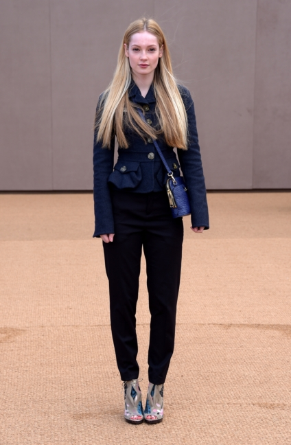 hannah-dodd-wearing-burberry-at-the-burberry-womenswear-autumn_winter-2015-show