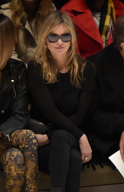 kate-moss-on-the-front-row-of-the-burberry-womenswear-autumn_winter-2015-show