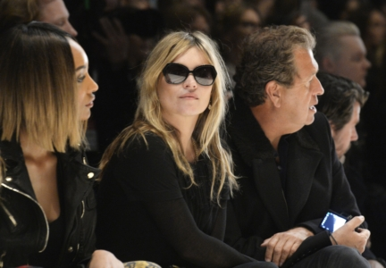 kate-moss-wearing-burberry-at-the-burberry-womenswear-autumn_winter-2015-show
