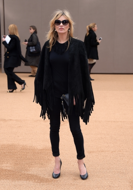 kate-moss-wearing-burberry-at-the-burberry-womenswear-autumn_winter-2015-showjpg