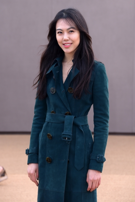 kim-min-hee-wearing-burberry-at-the-burberry-womenswear-autumn_winter-2015-sho_001