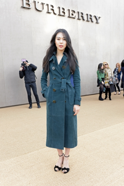 kim-min-hee-wearing-burberry-at-the-burberry-womenswear-autumn_winter-2015-sho_002