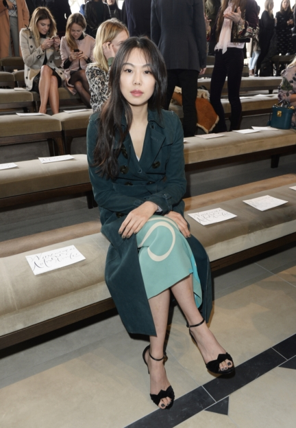 kim-min-hee-wearing-burberry-at-the-burberry-womenswear-autumn_winter-2015-sho_003
