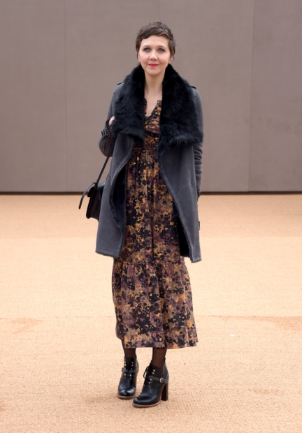 maggie-gyllenhaal-wearing-burberry-at-the-burberry-womenswear-autumn_winter-2015-show