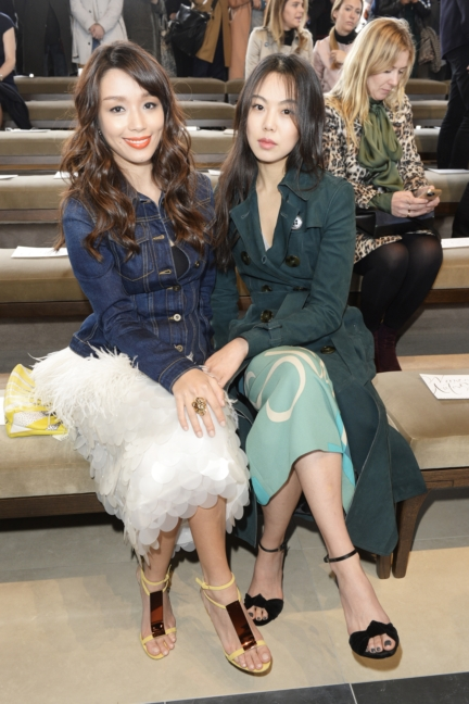 marion-caunter-and-kim-min-hee-wearing-burberry-at-the-burberry-womenswear-autumn_winter-2015-show