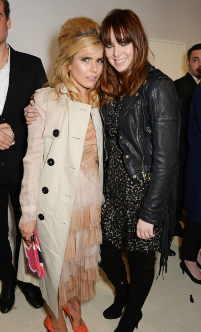 paloma-faith-and-clare-maguire-backstage-at-the-burberry-womenswear-autumn_winter-2015-show