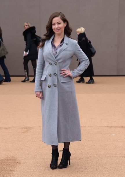 raya-abirached-wearing-burberry-at-the-burberry-womenswear-autumn_winter-2015-sho_002