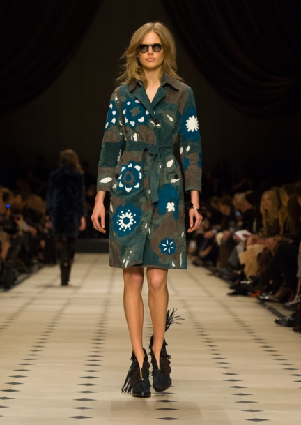 burberry-womenswear-autumn_winter-2015-collection-look-24