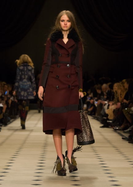 burberry-womenswear-autumn_winter-2015-collection-look-35