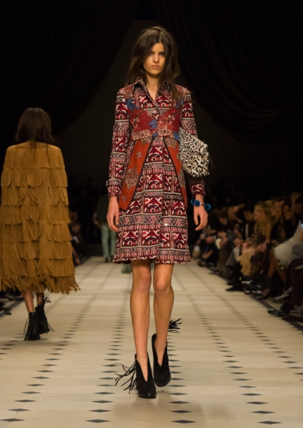 burberry-womenswear-autumn_winter-2015-collection-look-48