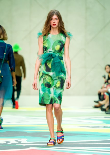 burberry-prorsum-womenswear-spring-summer-2015-collection-look-18