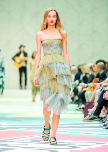 burberry-prorsum-womenswear-spring-summer-2015-collection-look-47