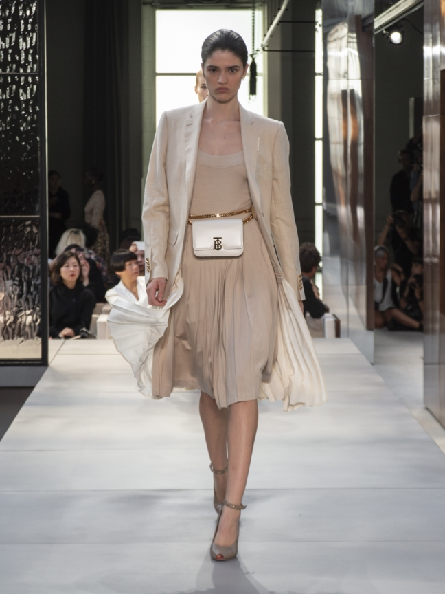 burberry-spring_summer-2019-collection-look-16