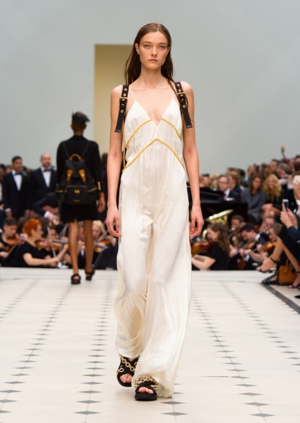 burberry-womenswear-s_s16-collection-look-10