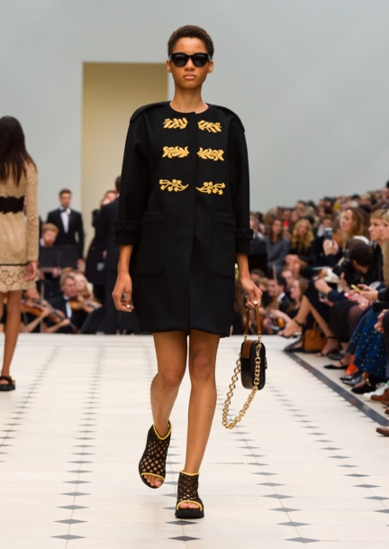 burberry-womenswear-s_s16-collection-look-12