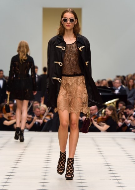 burberry-womenswear-s_s16-collection-look-14