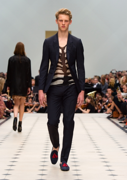 burberry-womenswear-s_s16-collection-look-15