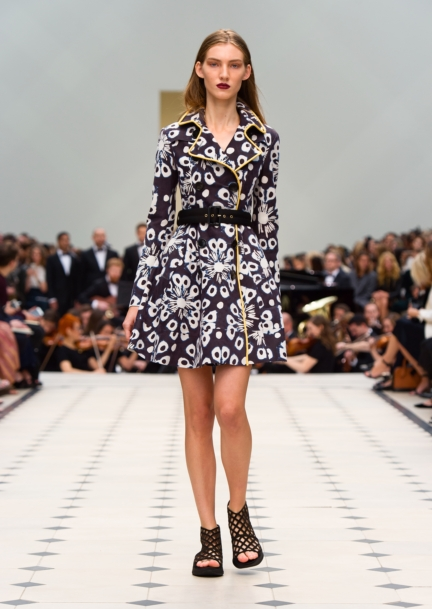 burberry-womenswear-s_s16-collection-look-28