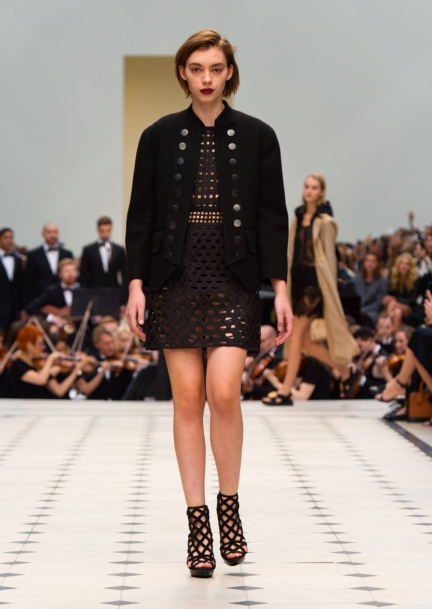burberry-womenswear-s_s16-collection-look-3
