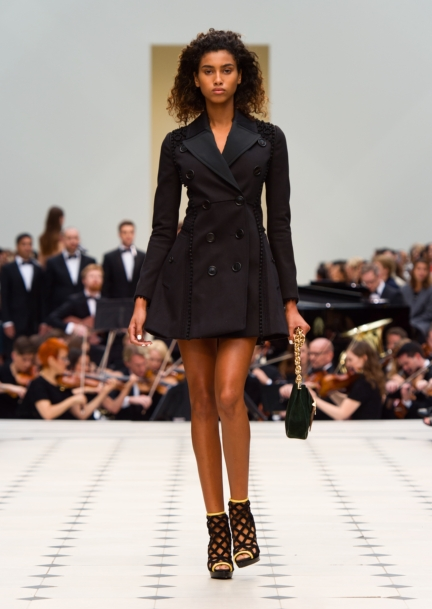 burberry-womenswear-s_s16-collection-look-32