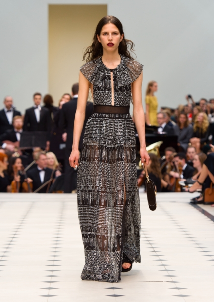 burberry-womenswear-s_s16-collection-look-34