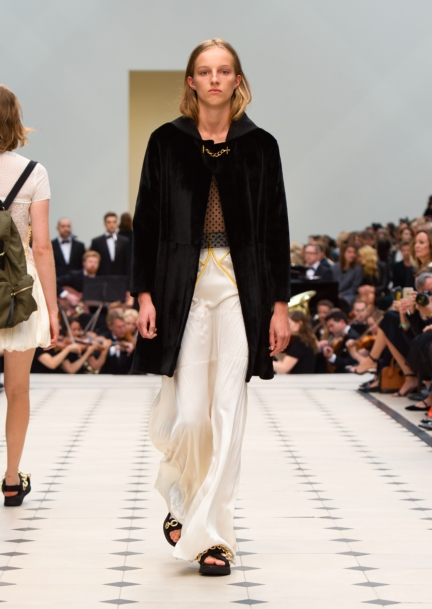 burberry-womenswear-s_s16-collection-look-39