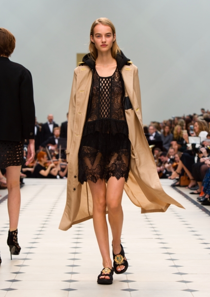 burberry-womenswear-s_s16-collection-look-4