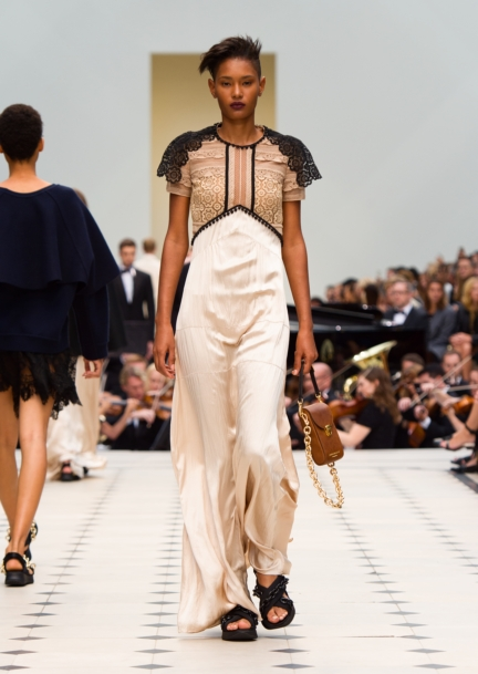 burberry-womenswear-s_s16-collection-look-43