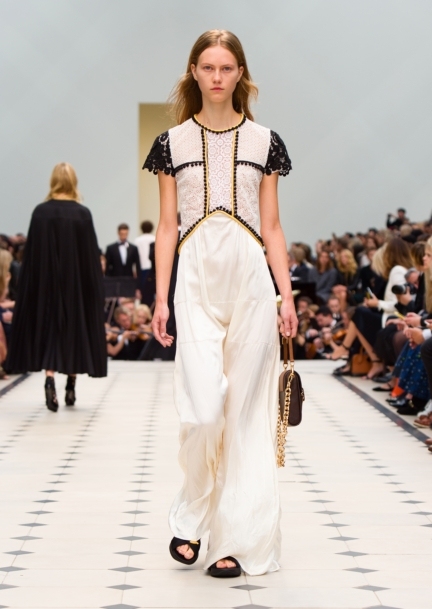 burberry-womenswear-s_s16-collection-look-46