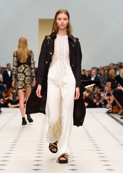 burberry-womenswear-s_s16-collection-look-49